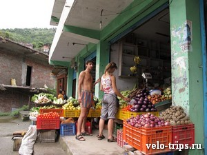 India, Himalaya. Vegetables shop.