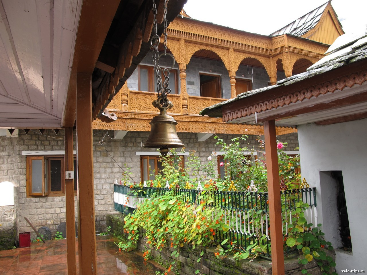 Bell and buildings in Sarahan, India
