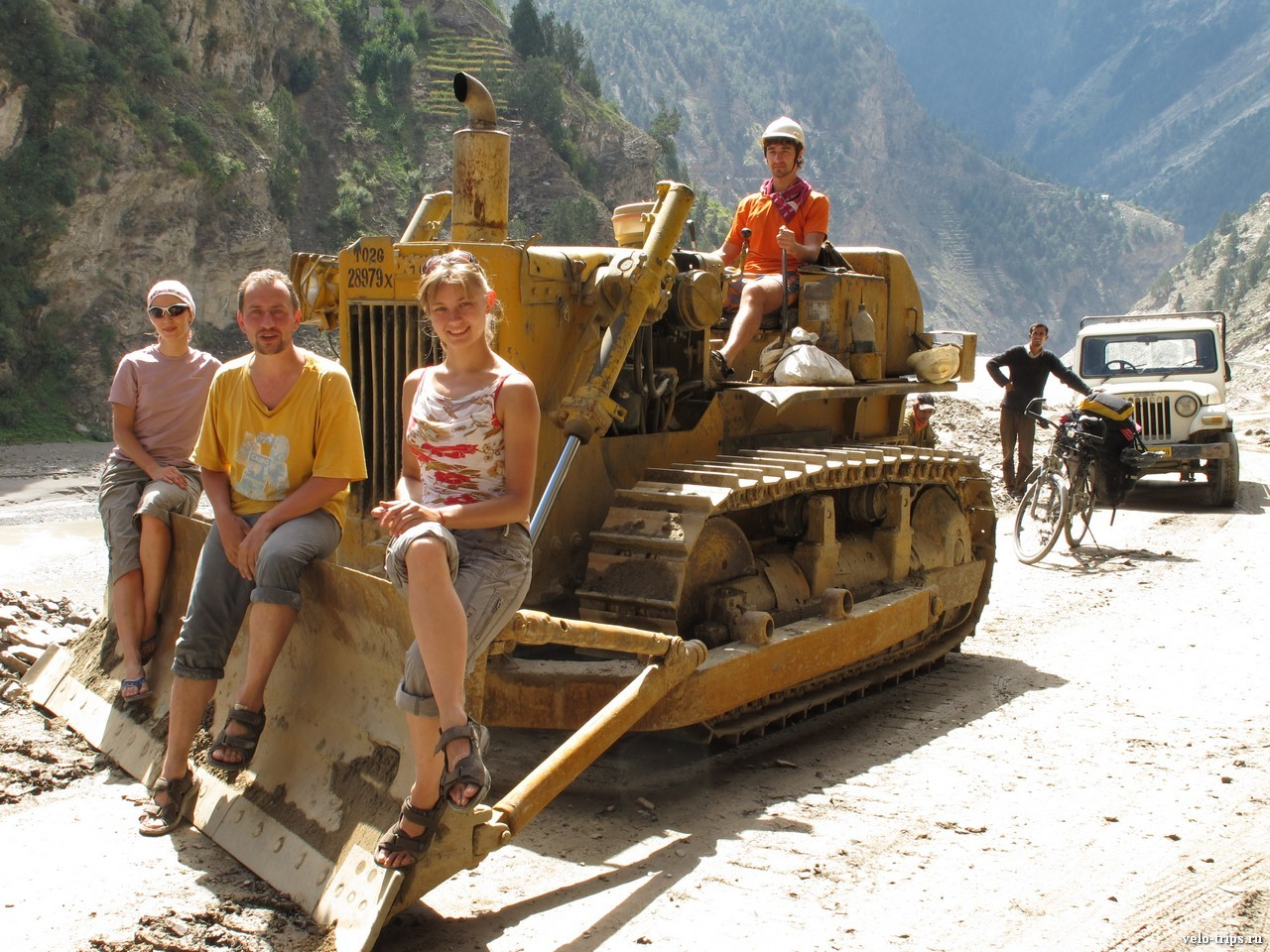 Road repair with excavator on the road along Sutlej, Himalaya