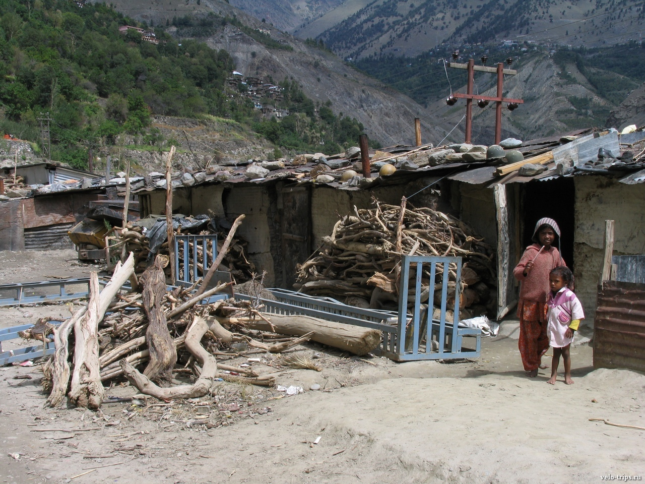 Himalaya village huts and children