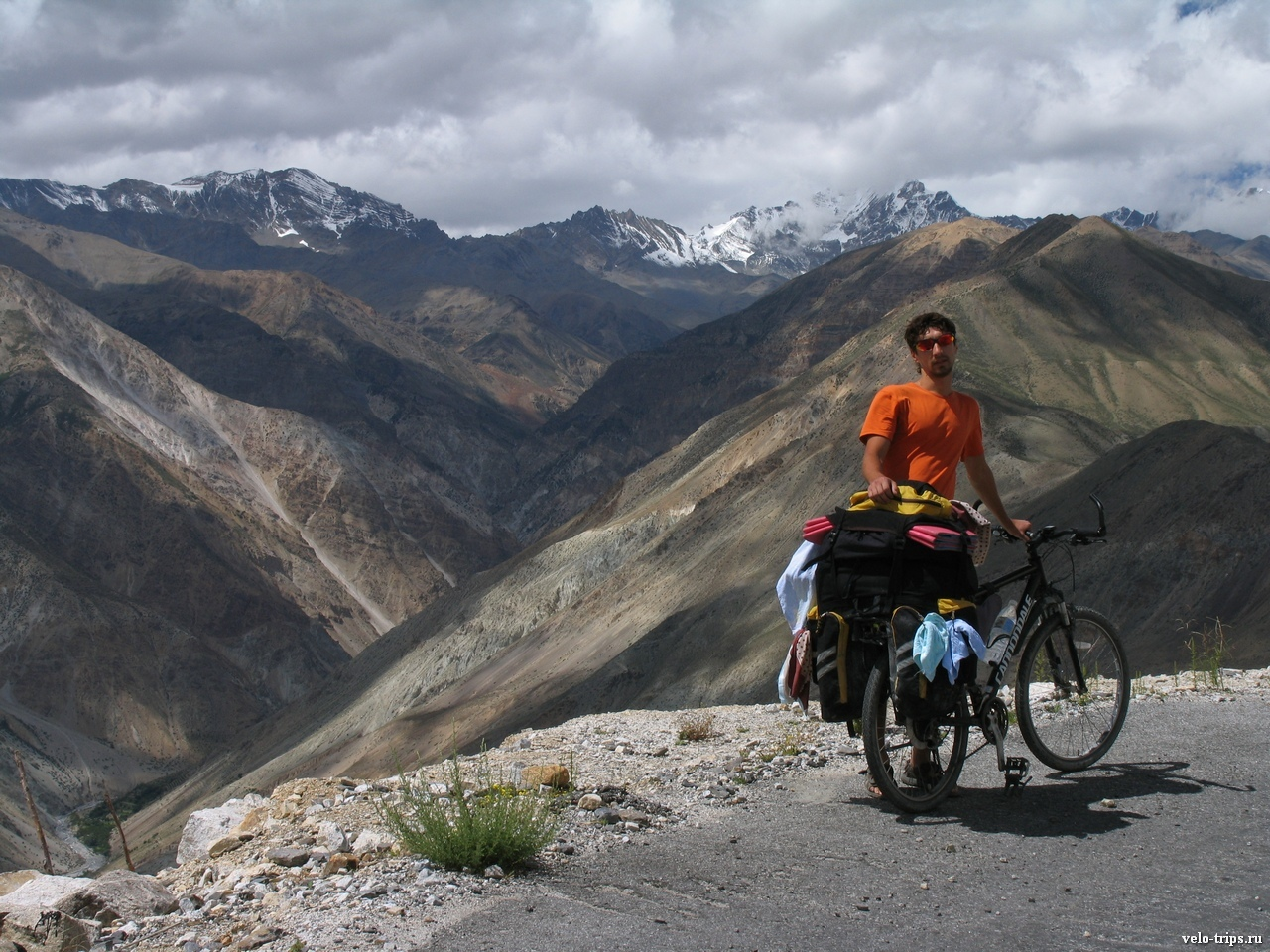 Sasha with Cannondale in Himalaya mountains