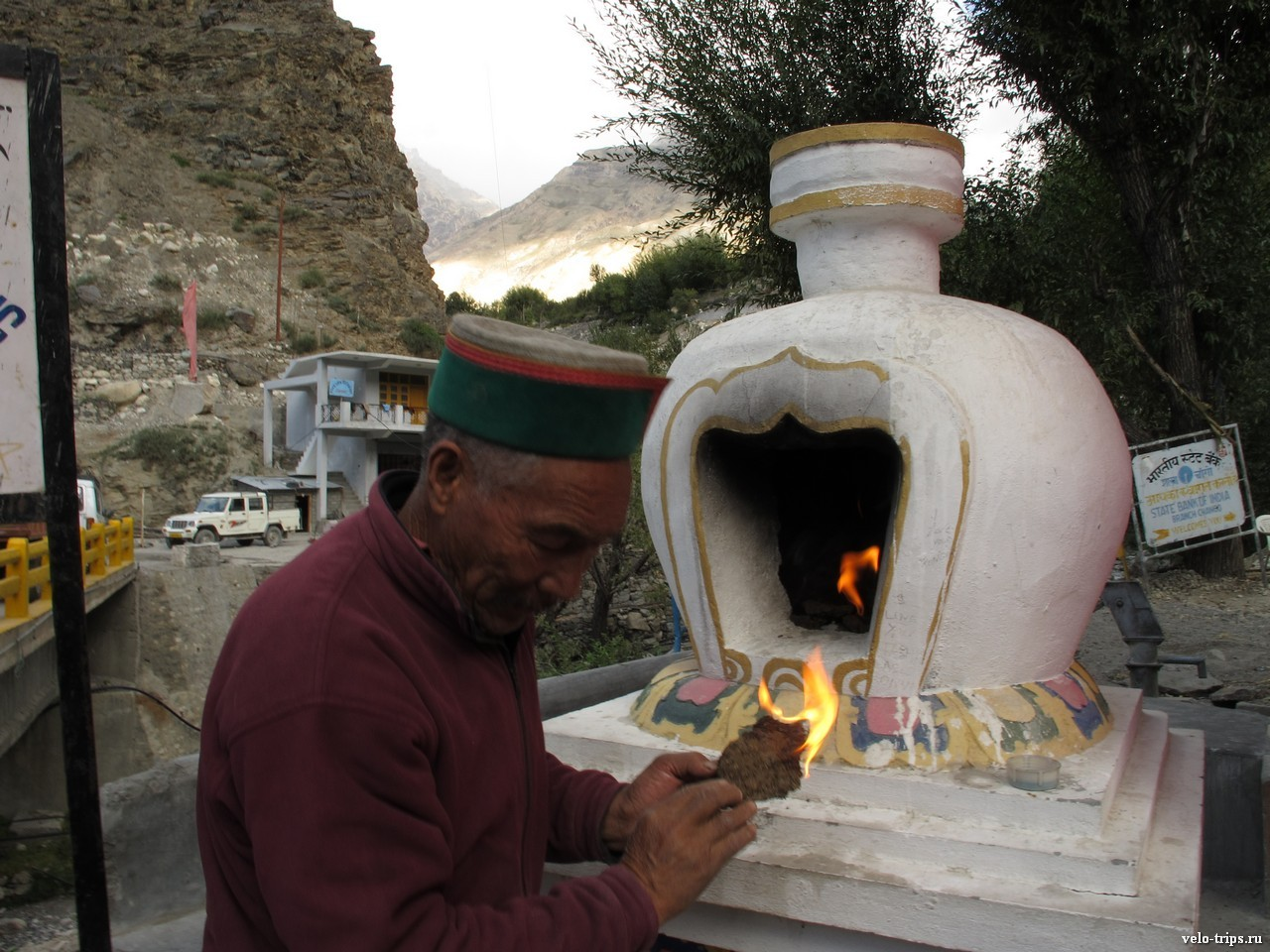 Stupa and offerings from folk in Himalaya