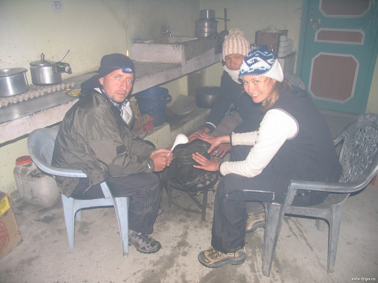 Making supper on kitchen in guesthouse in Losar, India
