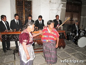 Grannies and marimba in Atitlan