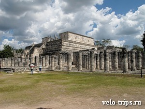 Mexico, Chichen-Itza. Thousand columns palace.