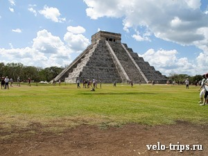 Mexico, Chichen-Itza. Main pyramid.