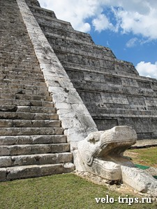Mexico, Chichen Itza. Snake on the main pyramid.