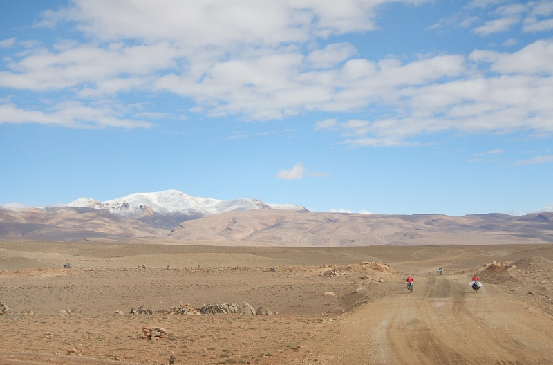 Morocco, Tamtetoucht. Road begins to Msemrir