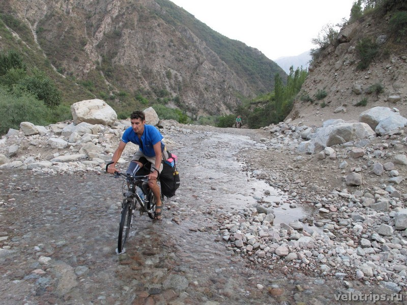 Tajikistan. Cycling across spring on the road