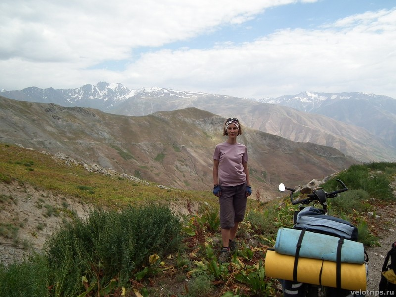 Tajikistan, Rufigar. Yulia with mountains background