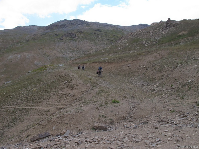 Tajikistan, Rufigar. Mountain downhill by bicycle