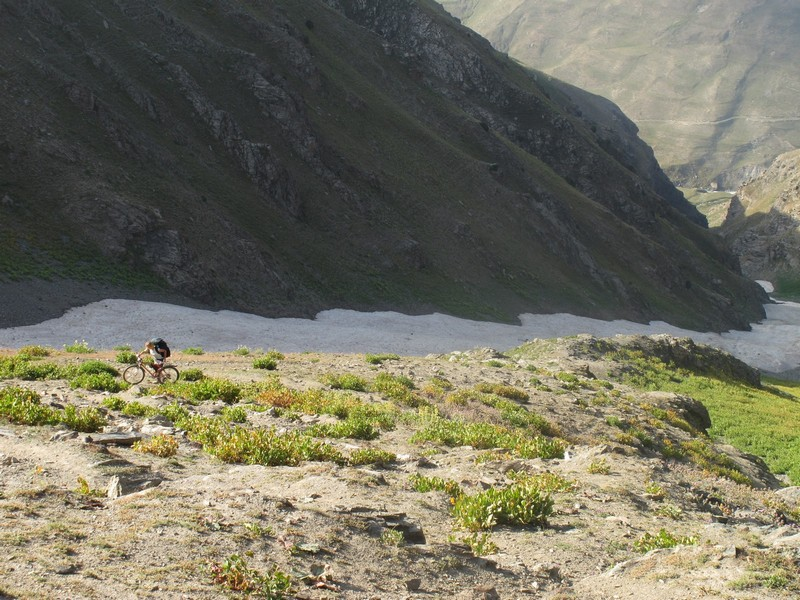 Tajikistan, Rost pass. Sveta climbing with bicycle and rucksack