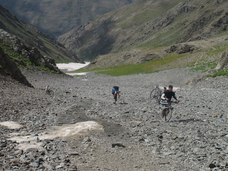 Tajikistan, Rost pass. Hauling bicycles