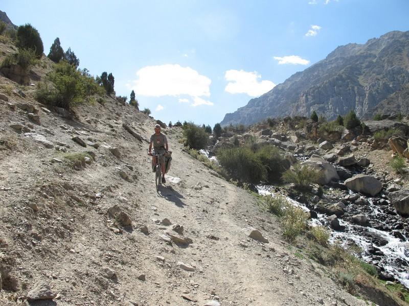 Tajikistan, Rost pass. Cycling down.
