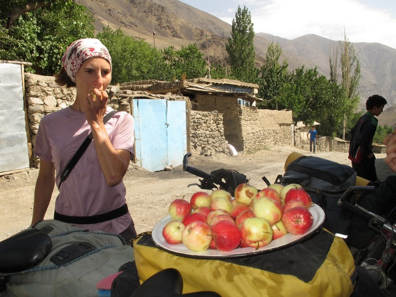 Tajikistan, Zeravshan river. Plate with apples